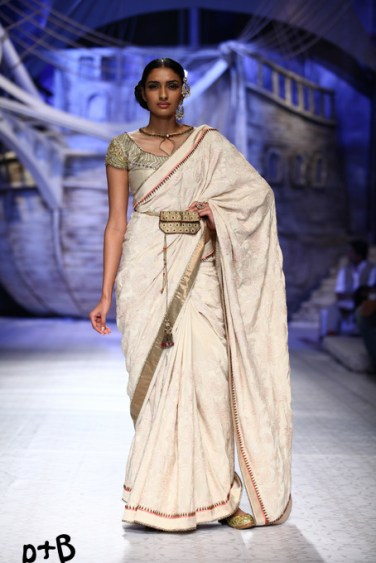 India-Bridal-Fashion_Week-2013-Bridal-Lehenga-JJ Vallaya (3)
