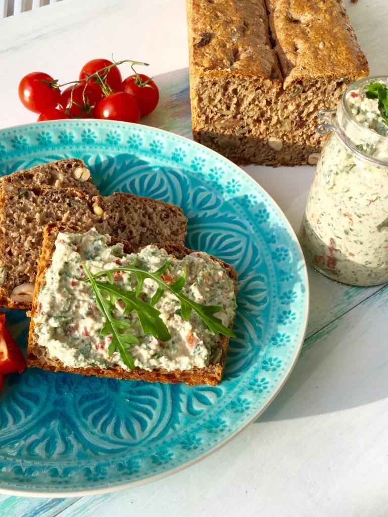 Dinkel-Nuss-Brot mit Italian Dip