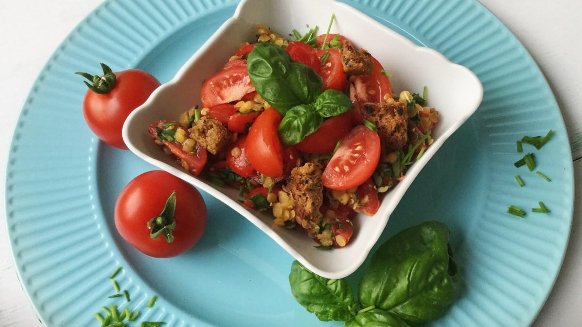 Tomaten-Linsen-Salat mit Italian Croutons