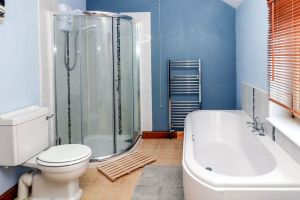 Ringwood, Dungworth, Peak District Holiday - Family Bathroom