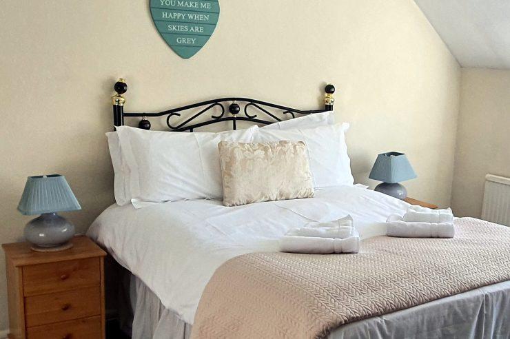 Cornerstones Cottage Tideswell, Double Bedroom