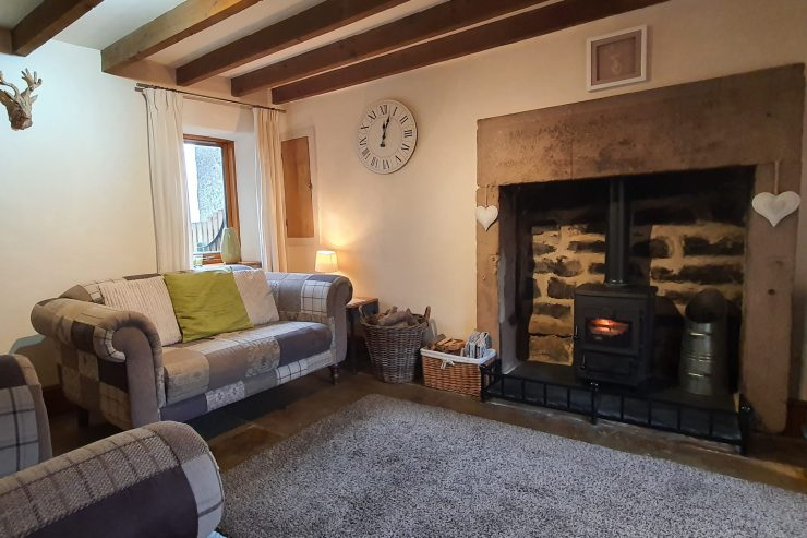 Carpenters Cottage - Sitting room with log burning stove