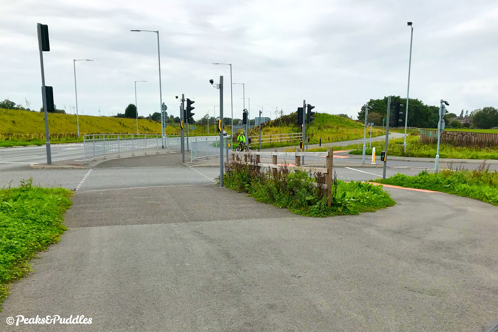 At Bramhall Oil Terminal two crossings are offered: the Pegasus for horses on the left is much easier for bikes.