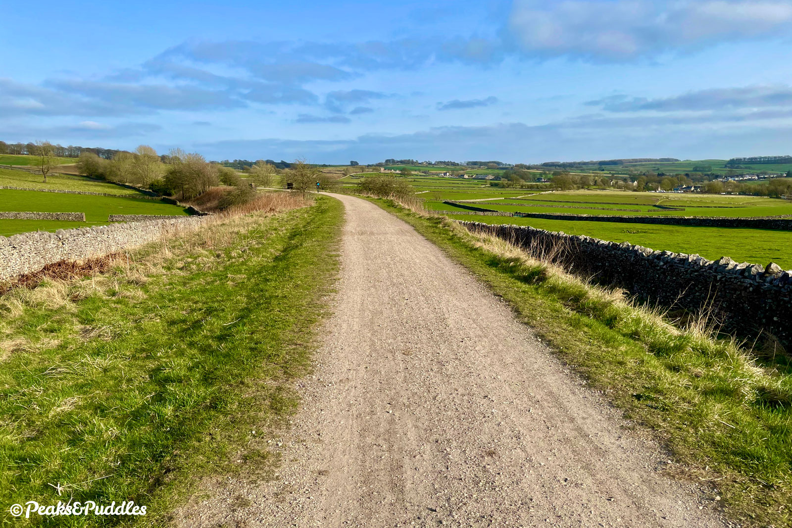 Between Newhaven and Biggin, the trail enjoys a wide open swathe of the landscape to itself.