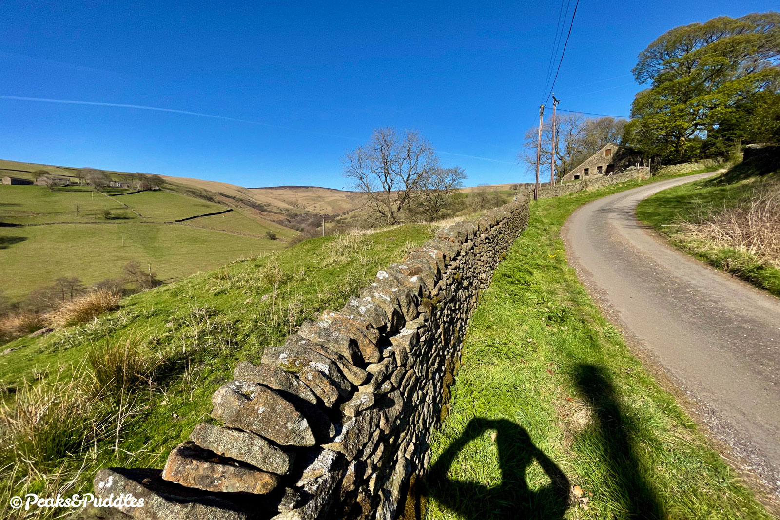 Hitting the deep Roych Clough, the road gives up and curves sharply back around up to Malcoff, leaving the windswept, isolated landscape beyond to itself. The Hope Valley lane disappears into Cowburn Tunnel below here, reemerging in the Vale of Edale.