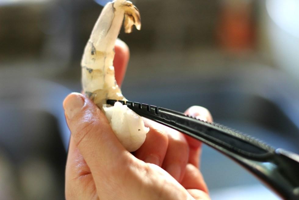 de-veining shrimp