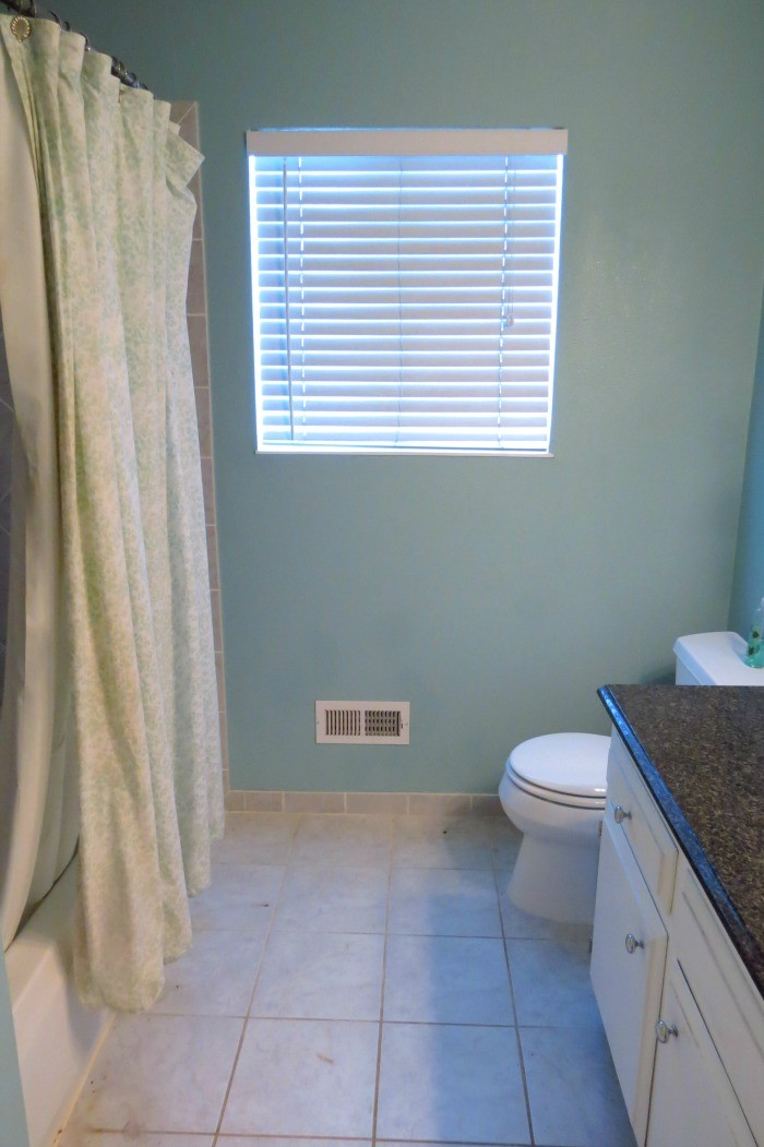 Guest Bathroom Before #OXOSpringCleaning