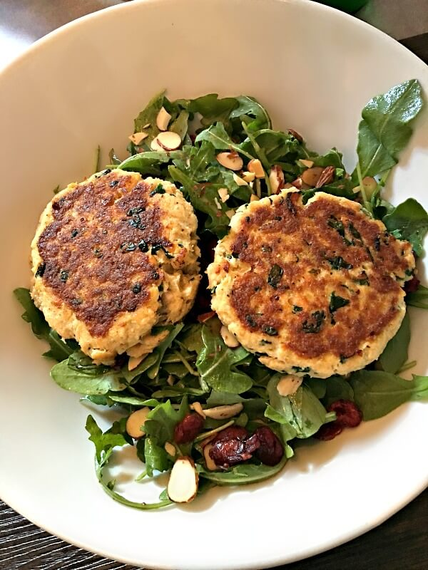 arugula salad with salmon cakes
