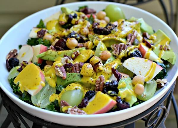 Kale, avocado, apples, grapes, toasted pecans, dried mixed berries, chickpeas, avocado and tahini turmeric dressing.