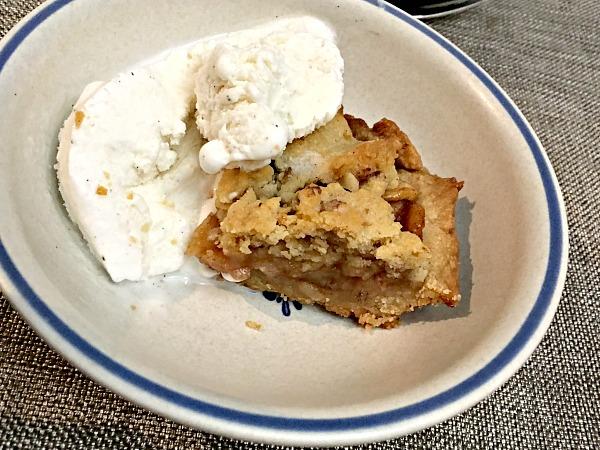 apple pie bars with ice cream