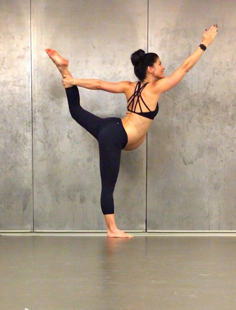 40 weeks pregnant yoga
