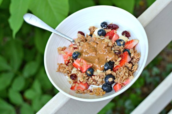 greek yogurt and granola bowl