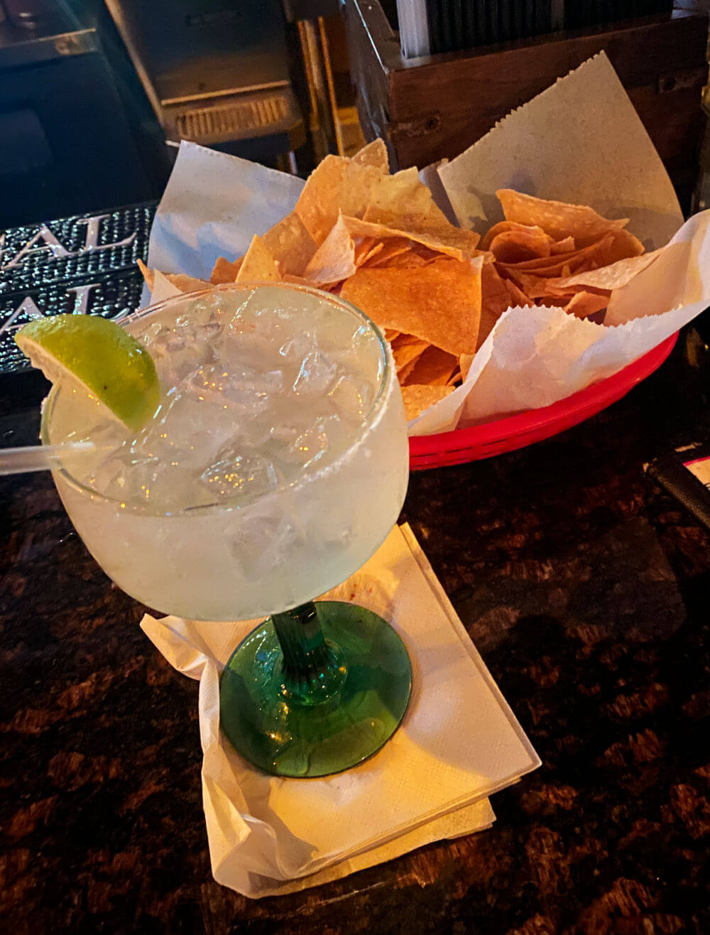 margarita and chips