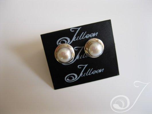 Victoria White Earring