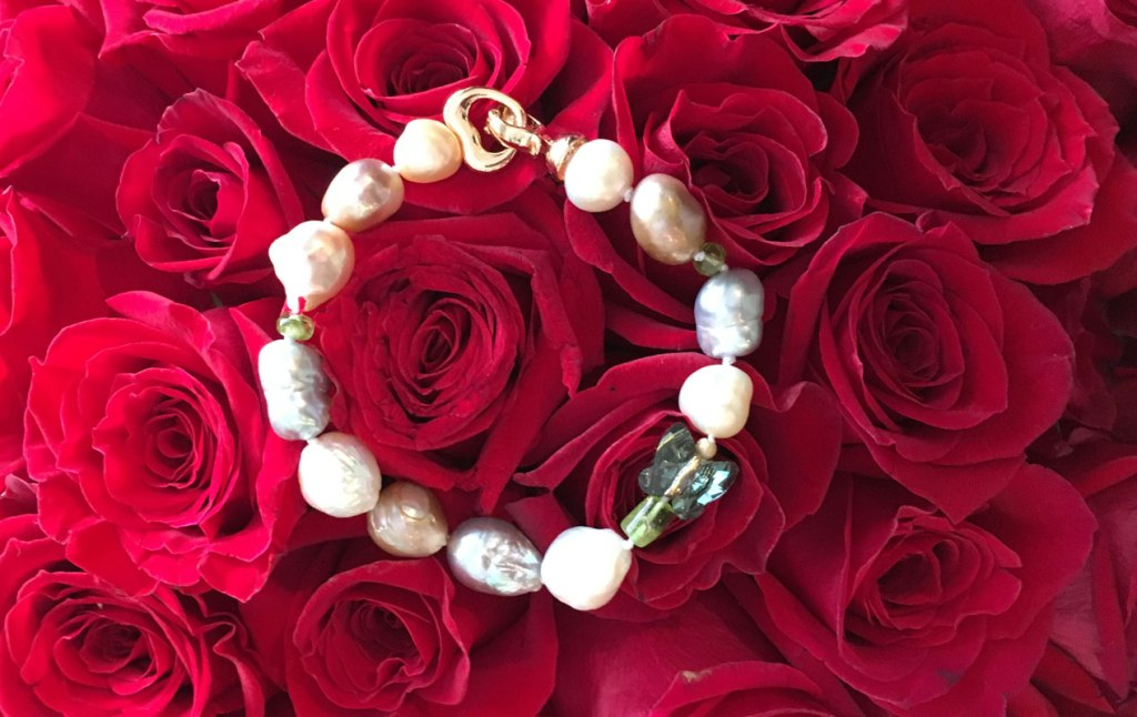 19355dd3b9342 Pearl jewelry for St. Valentine Day is a token of love and affection