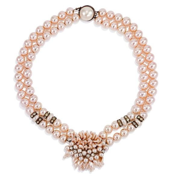 pearl choker with oversized clas