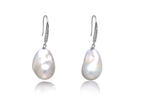 famous pearls earrings