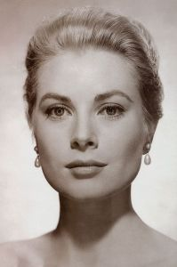 grace kelly wearing beautiful pearl earrings