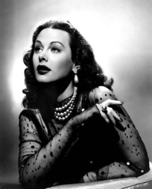 old hollywood glam pearl necklace