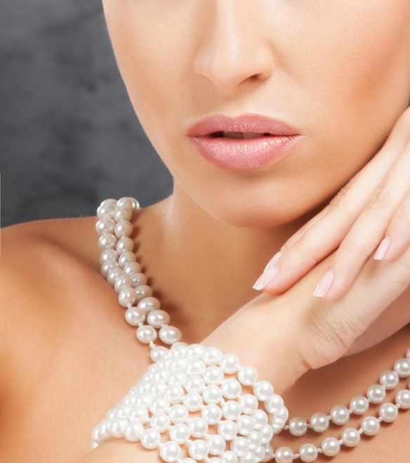 woman with pearl necklace and bracelet