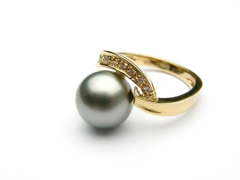 black pearl ring in gold setting