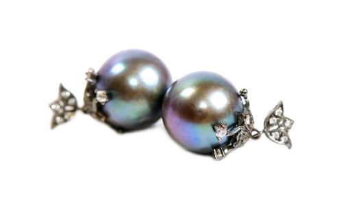 black pearl stud earrings