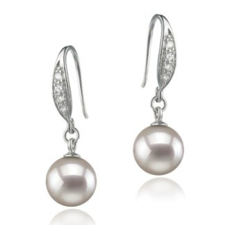 how to wear pearl earrings like marilyn monroe