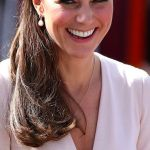 kate wearing pearls