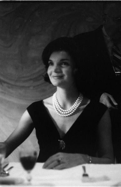 jackie kennedy wearing the triple pearl necklace