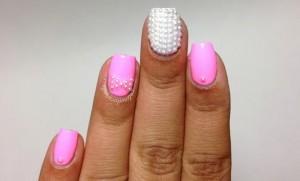 Pinkperlen-Nägel