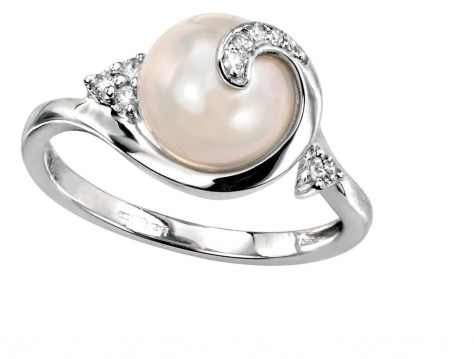 why should you go for a pearl engagement ring in the first place - Pearl Wedding Ring Sets