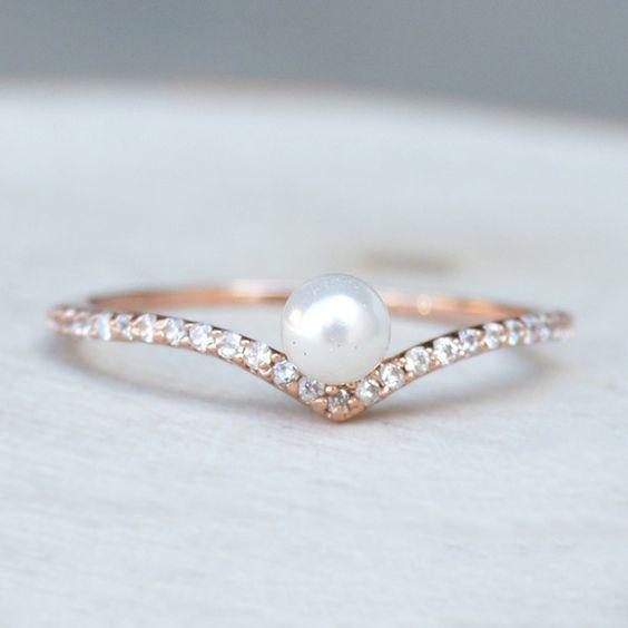 Perlenverlobungsring mit winzigen Diamanten