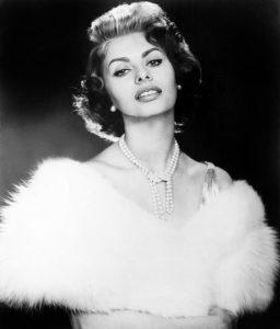 Sophia lauren tragen Perlen