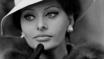 Blanc et Noir ... Noir et Blanc ... - Page 6 Sophia-loren-wearing-pearl-earrings-2-e1499607486634