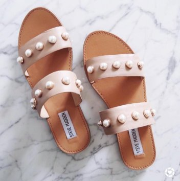 beige pearl sliders