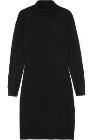 Rückkleidung-schwarzer Pullover