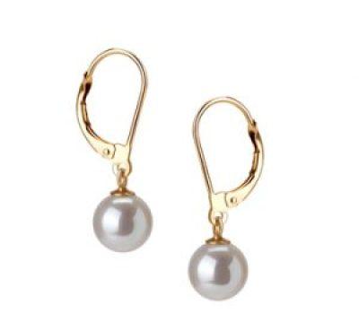 Ohrringe aus weißen Perlentropfen
