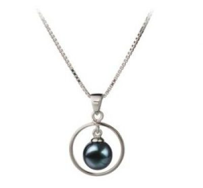 black pearl pendant for fall outfits