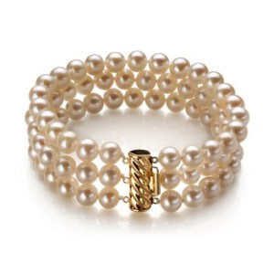 white three strand pearl bracelet