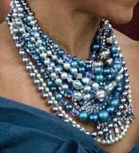 michelle obama wearing blue pearl necklaces