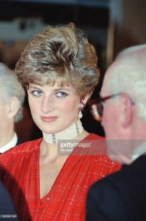 princess diana wearing pearls
