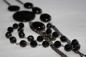 Schwarze Perlensatz