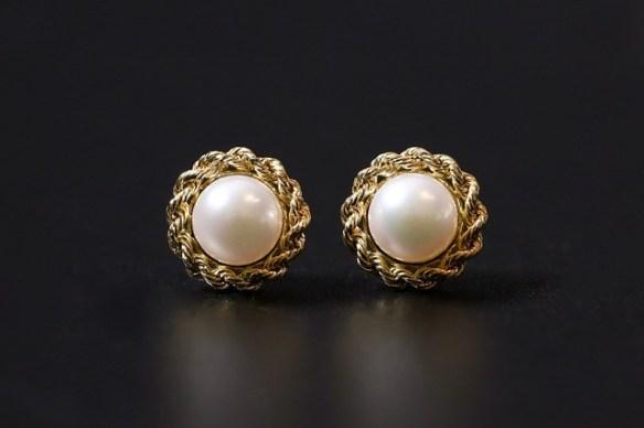 button shaped pearl earrings
