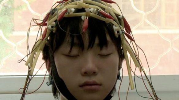Supuesto adicto a Internet mientras le practican un escáner cerebral.