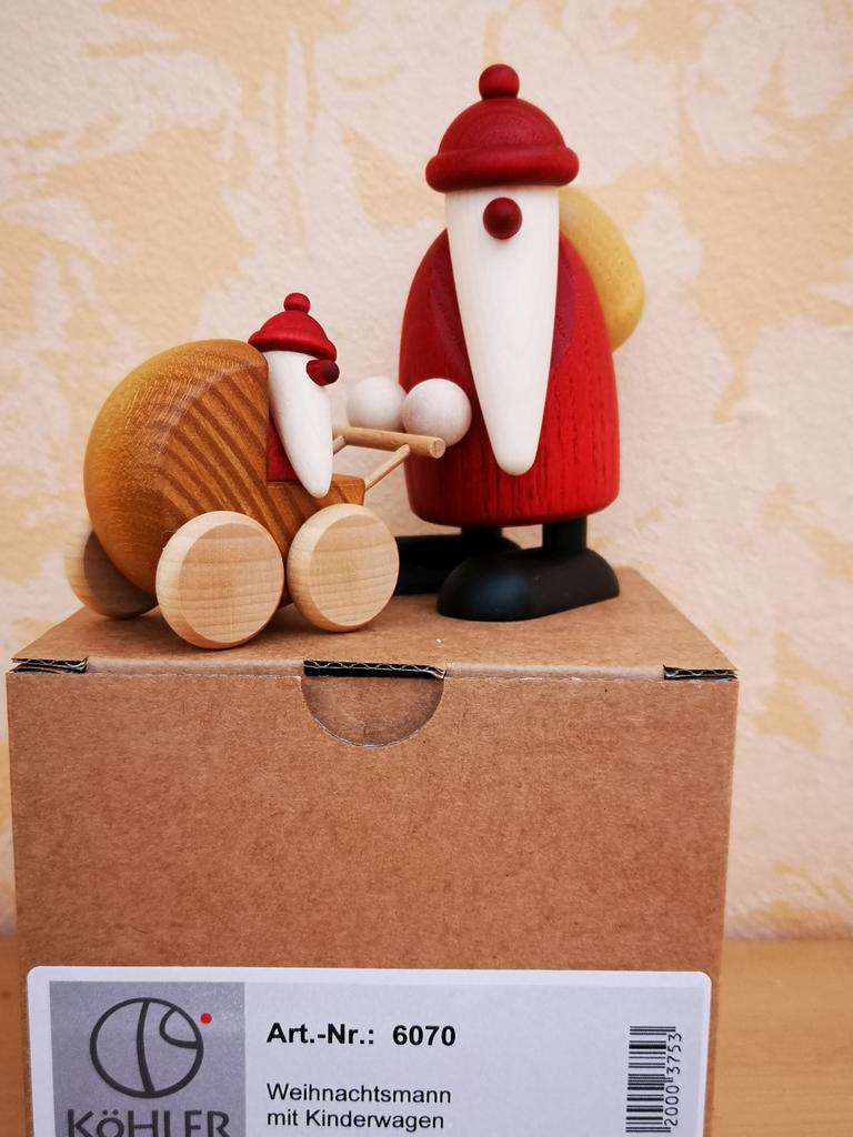 Weihnachtsmann mit Kinderwagen