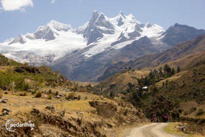 Último dia de caminhada, visão de Jamcapampa, estrada em direção a Pomabamba