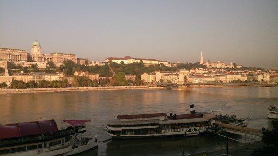 BUDAPEST Danubio ventana hotel 3