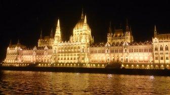 BUDAPEST-Parlamento desde barco