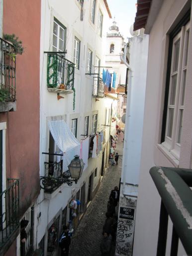 LISBOA-calle Alfama