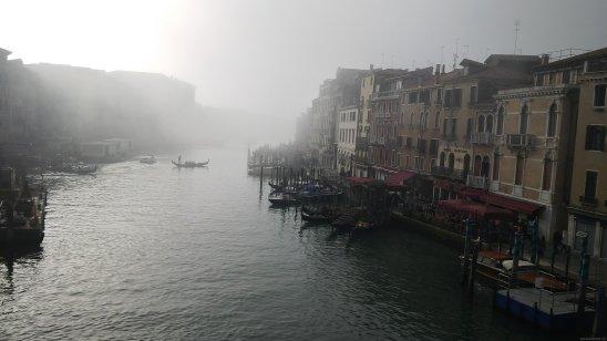VENECIA Puente Rialto bruma